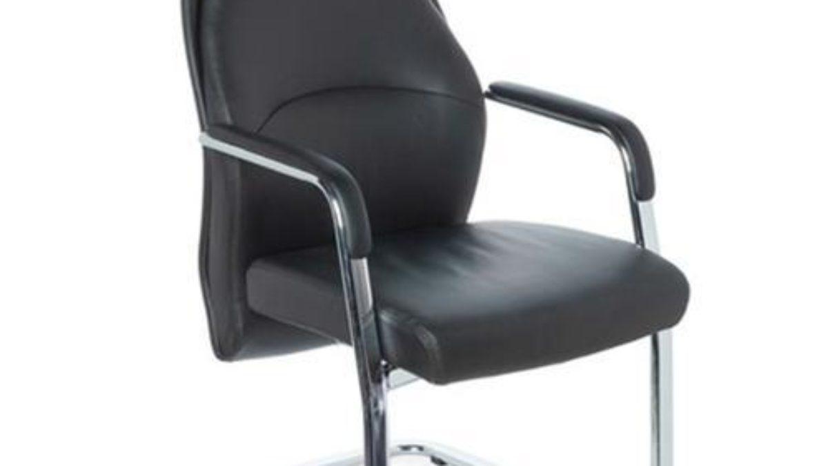 Vantaggi e svantaggi di una sedia per scrivania senza ruote